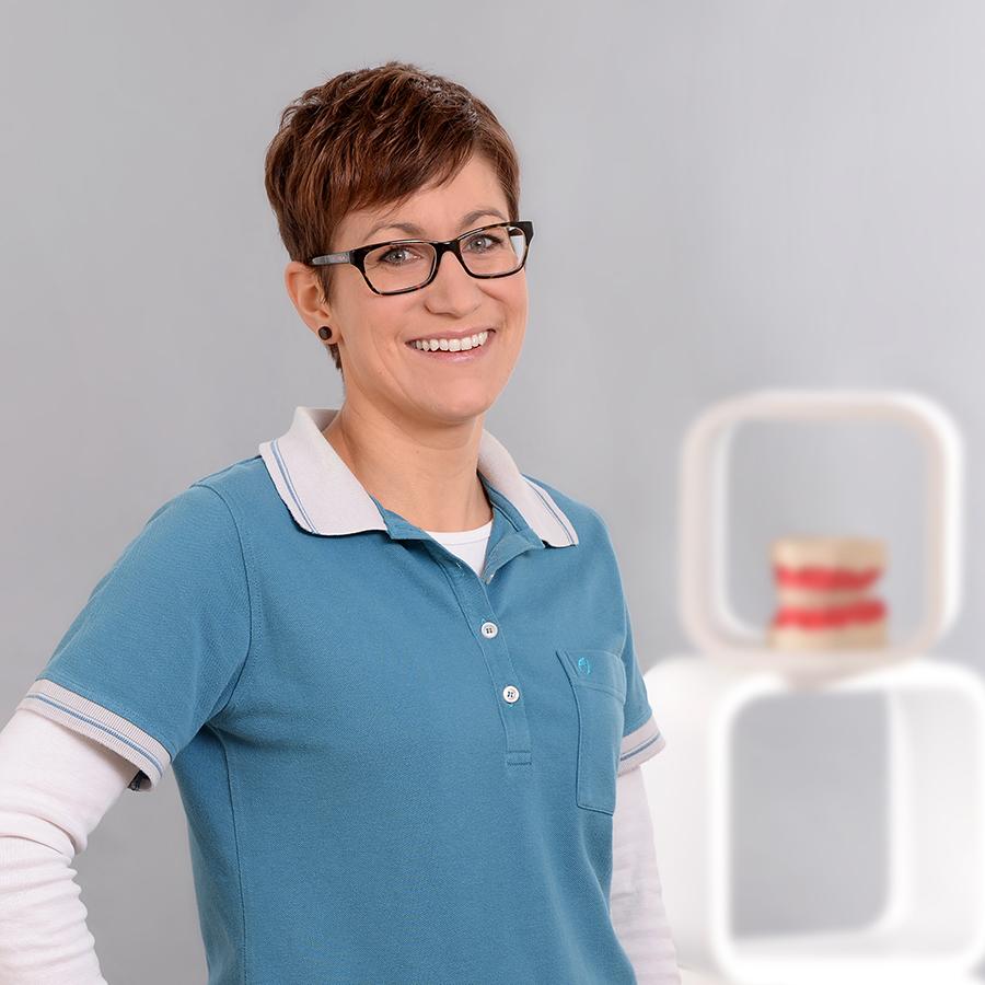Susanne RitterAnmeldung / Stuhlassistenz